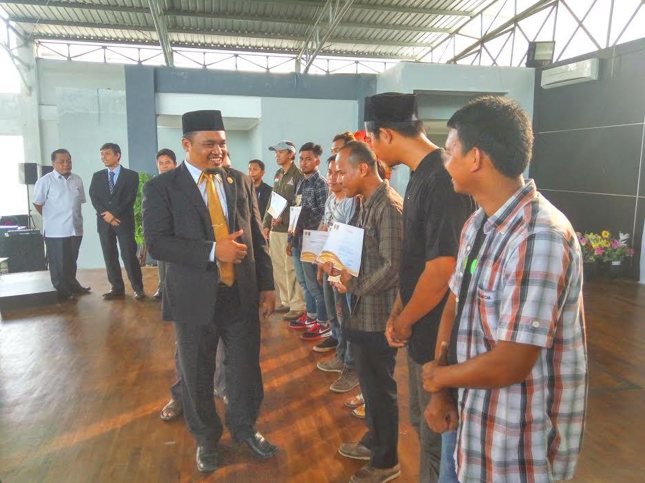 Fraksi PKS Memberi Penghargaan Kepada Komunitas yang ada di PPU