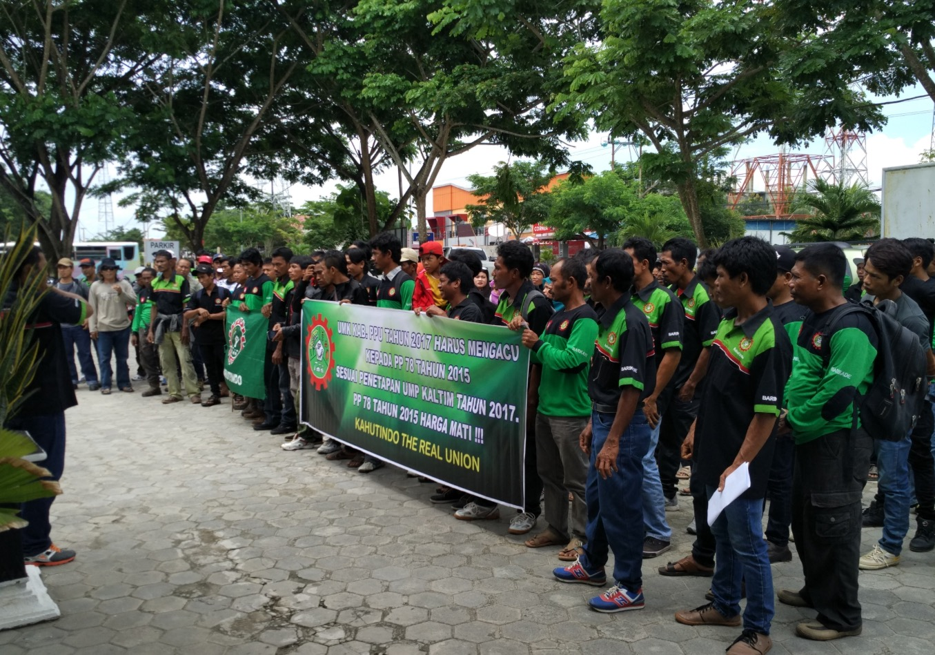 200 Peserta Aksi Serikat Pekerja Tuntut UMK