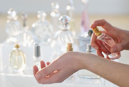 Tips Memakai Parfum Yang Benar dan Sehat