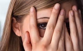 8 Tanda Wanita Sembunyikan Rahasia
