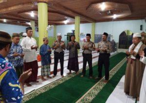 Pererat Tali Silaturahmi, Polsek Babulu Laksananakan Shalat Subuh di Masjid Nurul HIdayah