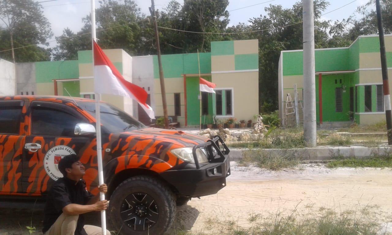 Habibie Hembuskan Napas Terakhir, Masyarakat Naikan Bendera Setengah Tiang