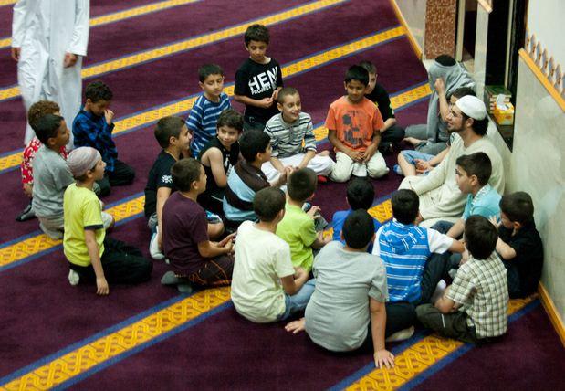 Anak Bermain Dalam Mesjid Jangan di Usir