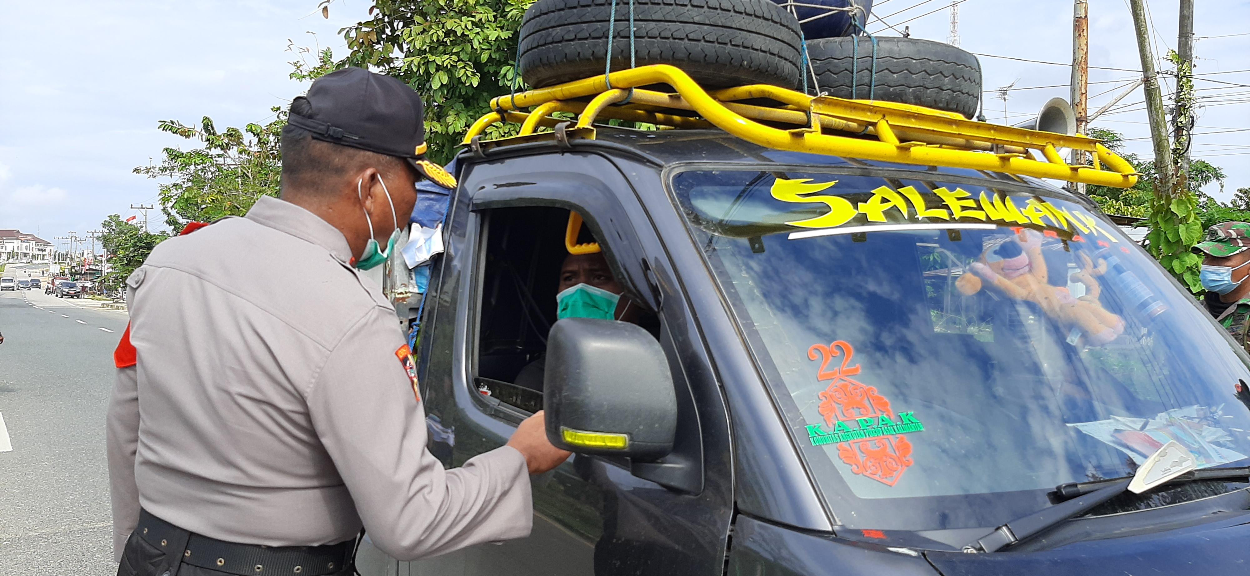 Gabungan TNI-Polri, Bagikan 1000 Masker dan Ingatkan Warga Penting Protokol Kesehatan